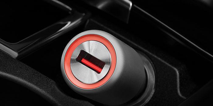 یکی دیگر از دلایل خرابی باتری موبایل استفاده از شارژر فندکی است