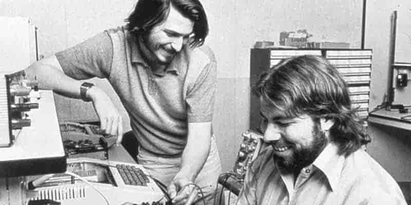 تاریخچه شرکت اپل و فراز و نشیب هایش